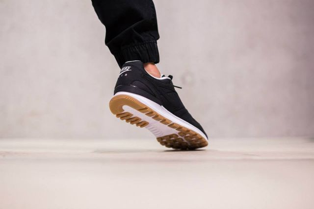 nike-air pegasus-black-white-gum_03
