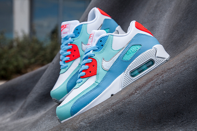 nike-am90-lakeside-blue-bumper-1