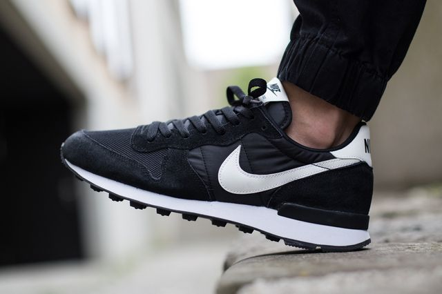 nike-internationalist-black-white