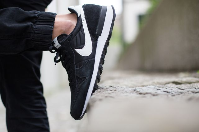 nike-internationalist-black-white_02