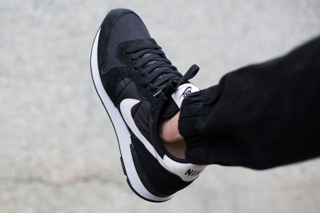 nike-internationalist-black-white_03
