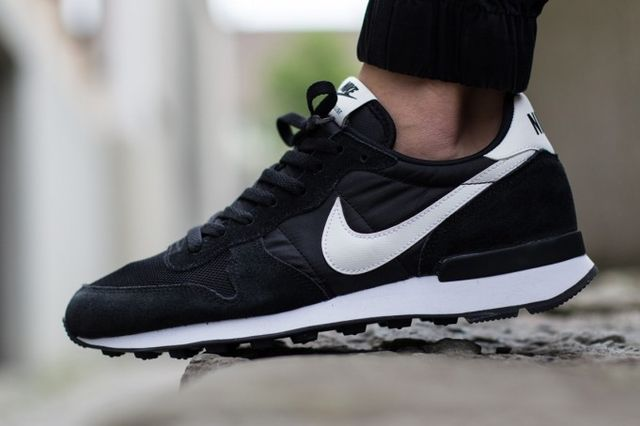 nike-internationalist-black-white_04