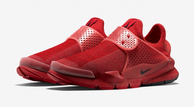 nike-sock-dart-red-686058-660-2-681x377