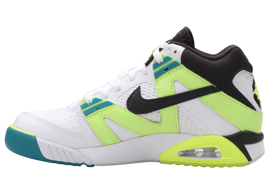 nike-air-tech-challenge-3-volt-retro-1