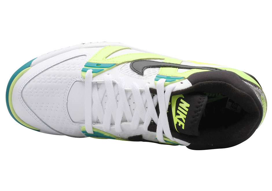 nike-air-tech-challenge-3-volt-retro-2