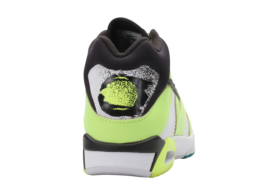 nike-air-tech-challenge-3-volt-retro-3