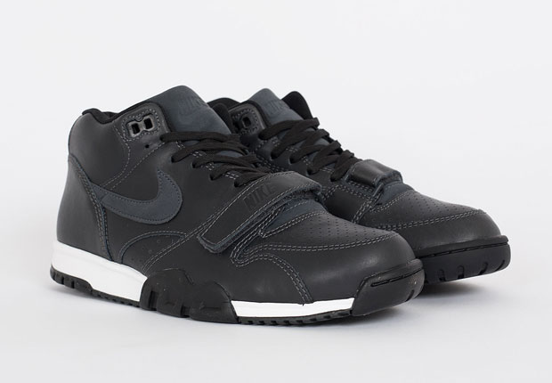 nike-air trainer 1-black leather