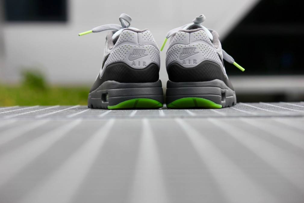 705297-007-air-max-1-ultra-moire-wolfgrey-black-1-1010x674