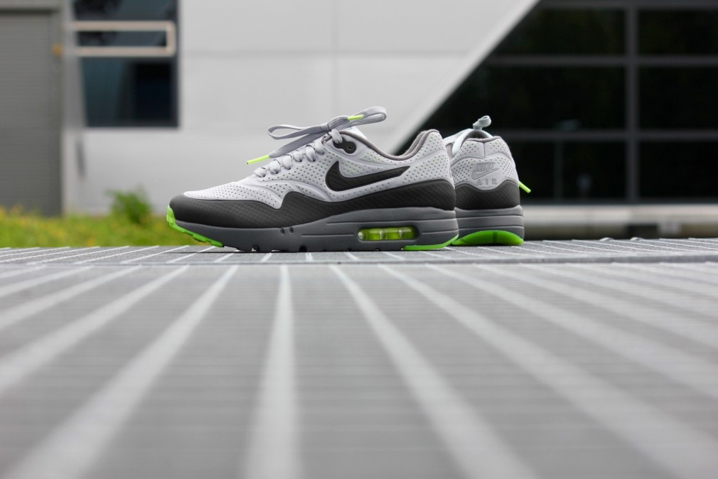 705297-007-air-max-1-ultra-moire-wolfgrey-black-3-1010x674