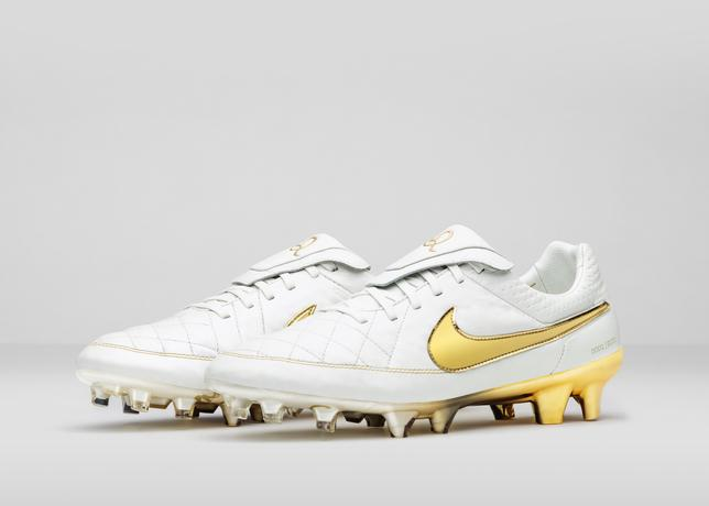 Nike_Football_Ronaldino_Tiempo_Gold_R_PAIR_44681