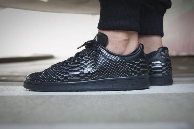 adidas-stan-smith-black-reptile-681x454