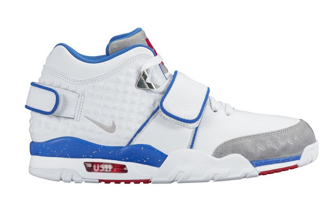 nike-air-cruz-ny-giants-white-blue-red-grey-681x454
