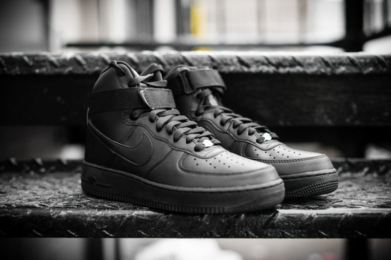 nike-air-force-1-high-black_04_result
