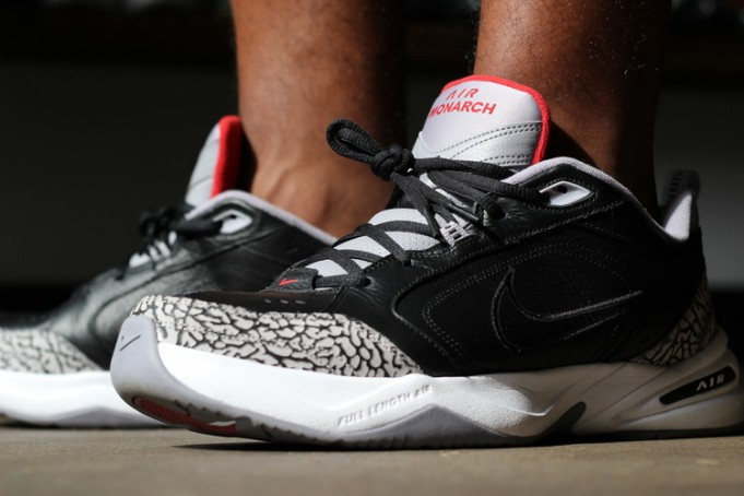 nike-air-monarch-iv-black-cement-681x454