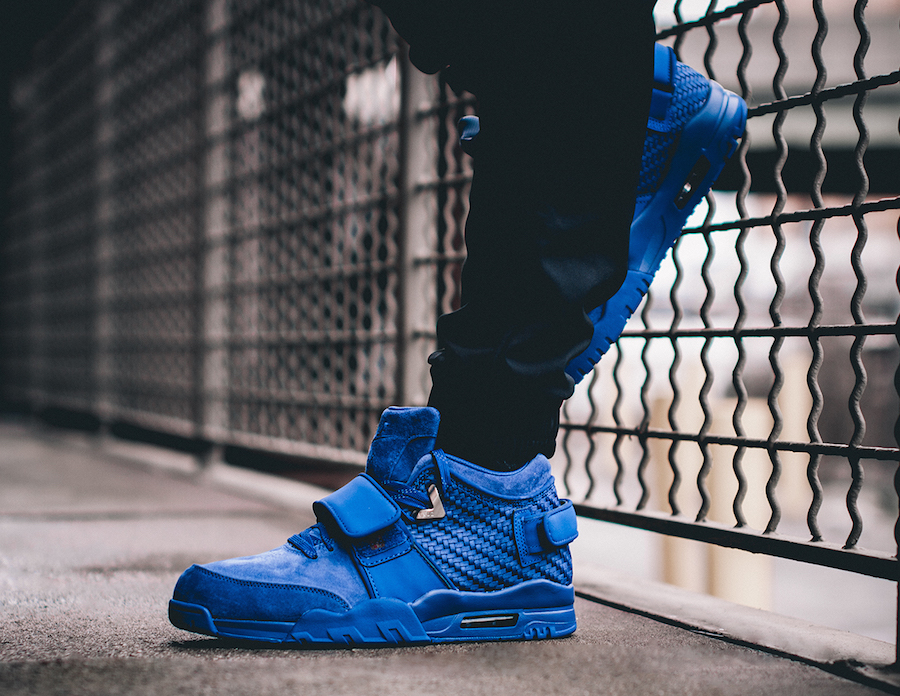 rush-blue-nike-air-trainer-cruz-on-feet-1
