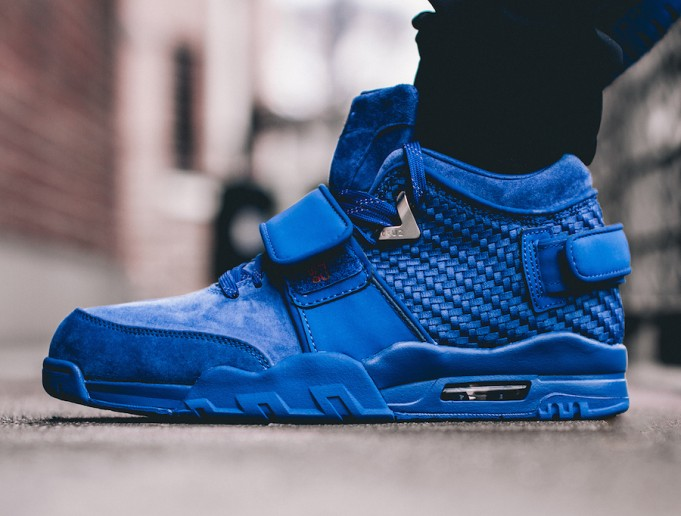 rush-blue-nike-air-trainer-cruz-on-feet-681x516