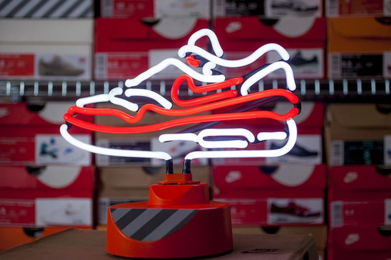 The air max 1 is now a neon lamp for Air deco