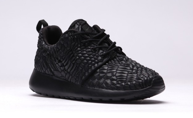 Nike-Roshe-One-DMB-Triple-Black-1