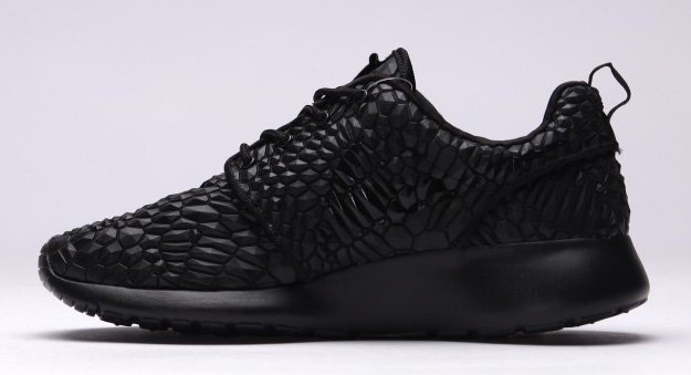 Nike-Roshe-One-DMB-Triple-Black-2