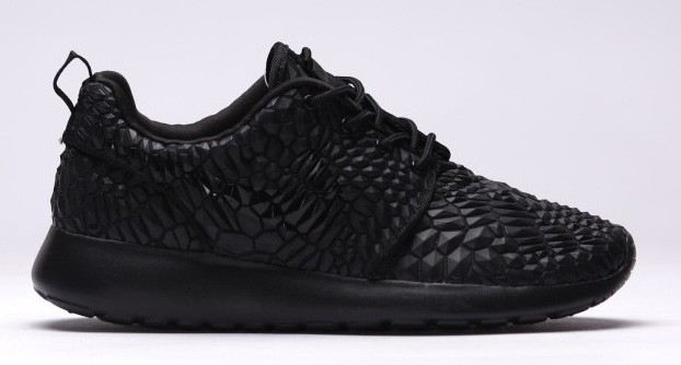 Nike-Roshe-One-DMB-Triple-Black