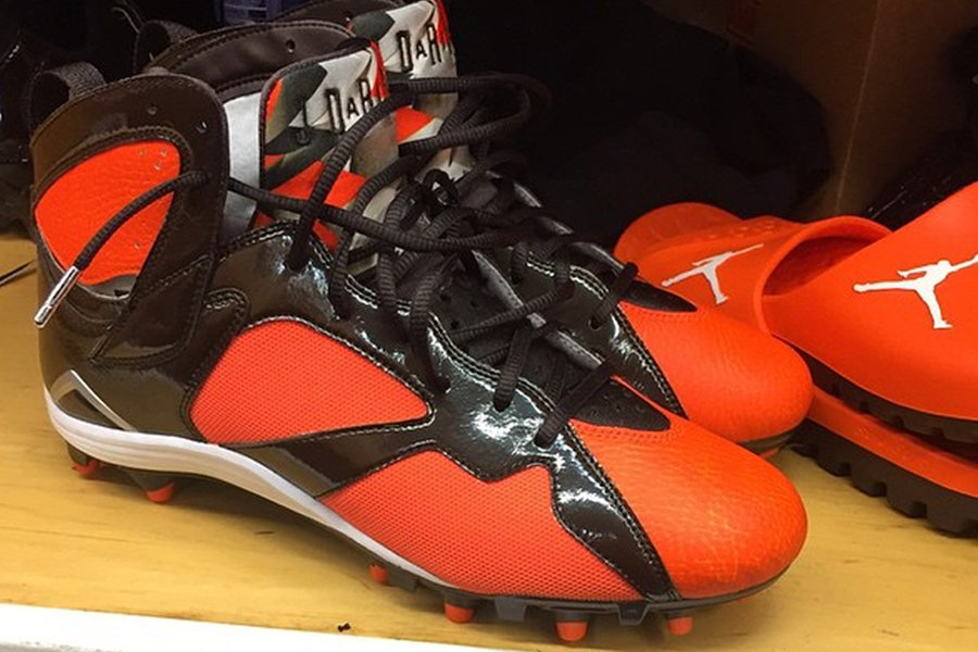 joe-haden-air-jordan-7-pe-cleat-browns