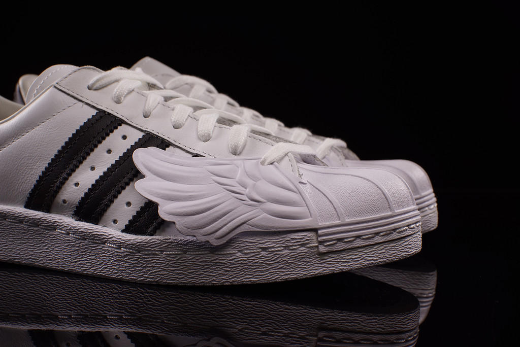 3aadf6684551 jeremy-scott-adidas-superstar-wing-toe-02