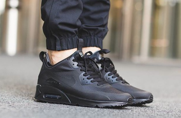 nike-air-max-90-mid-winter-black-2
