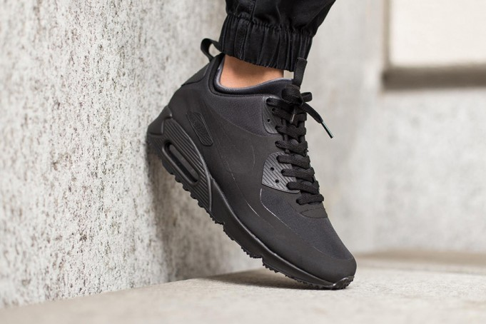 nike-air-max-90-mid-winter-black-681x454