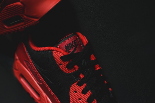 nike-air-max-90-winter-gym-red-black-4