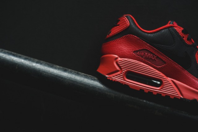 nike-air-max-90-winter-gym-red-black-5
