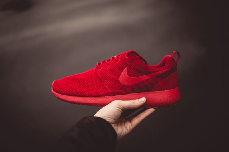 nike roshe all red