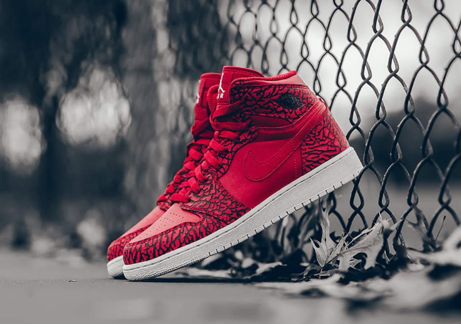 air-jordan-1-high-un-supreme-red-elephant-1