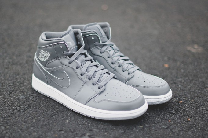 air-jordan-1-mid-triple-grey-681x454