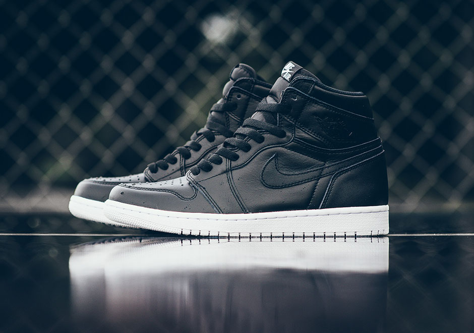 air-jordan-1-og-cyber-monday-black-white-1