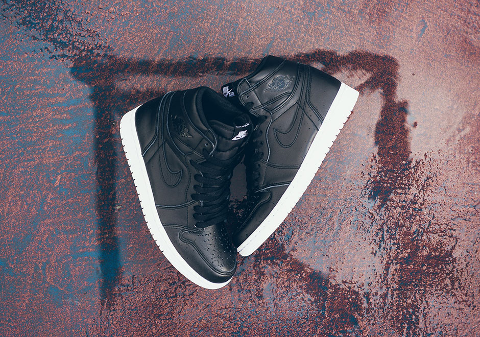 air-jordan-1-og-cyber-monday-black-white-5