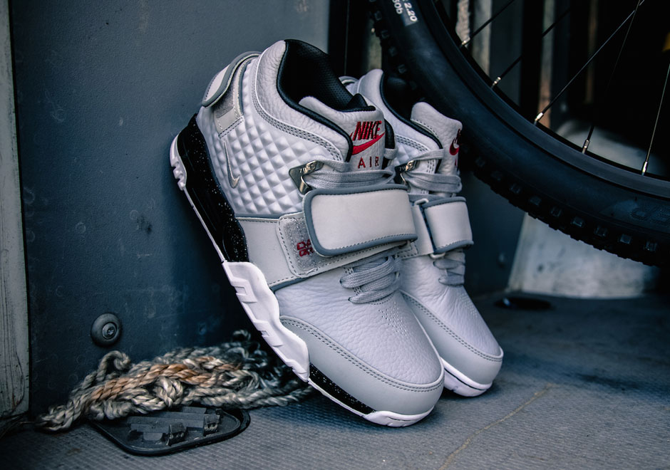 nike-air-cruz-wolf-grey-black-1