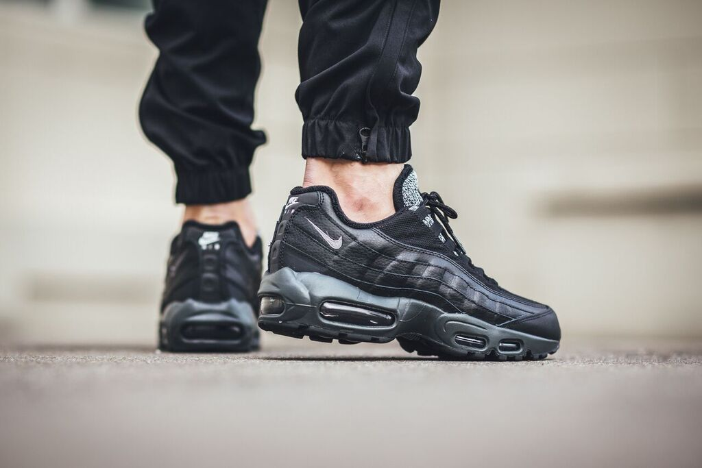 nike-air-max-95-essential_02