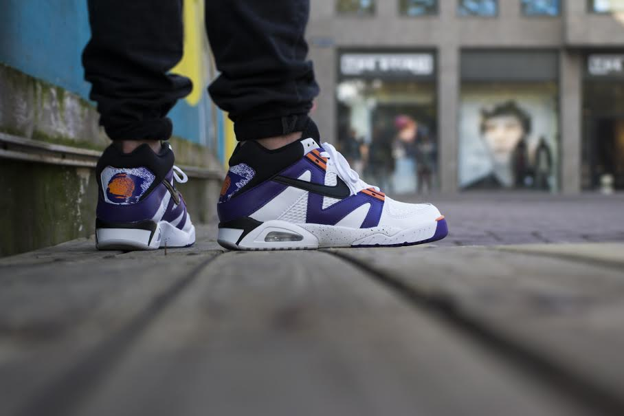 nike-air-tech-challenge-iii-voltage-purple