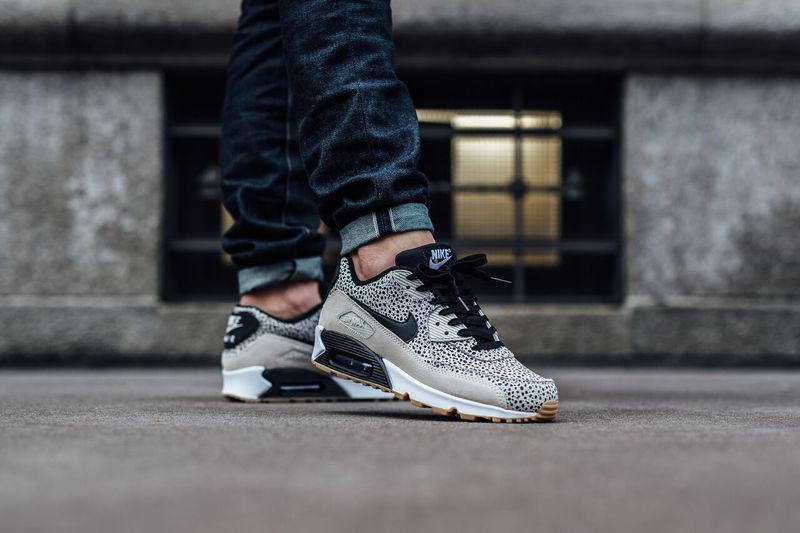 air-max-90-safari-light-gum_03