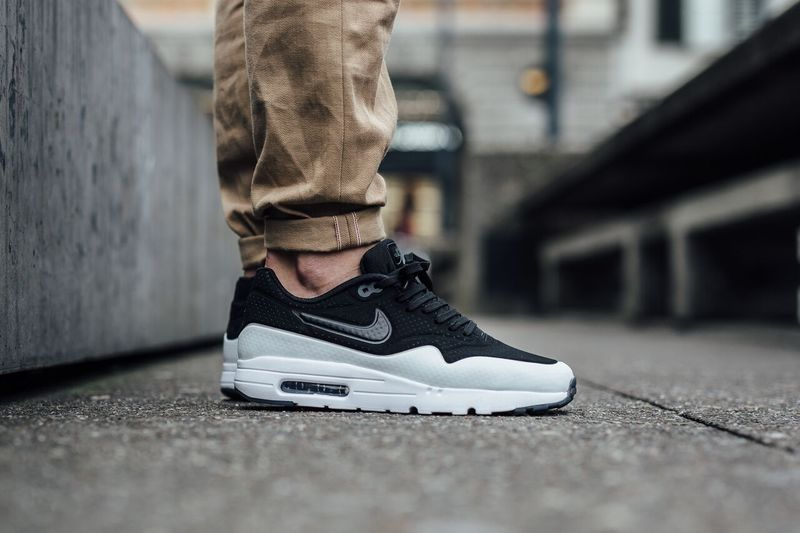 nike-air-max-1-black-white