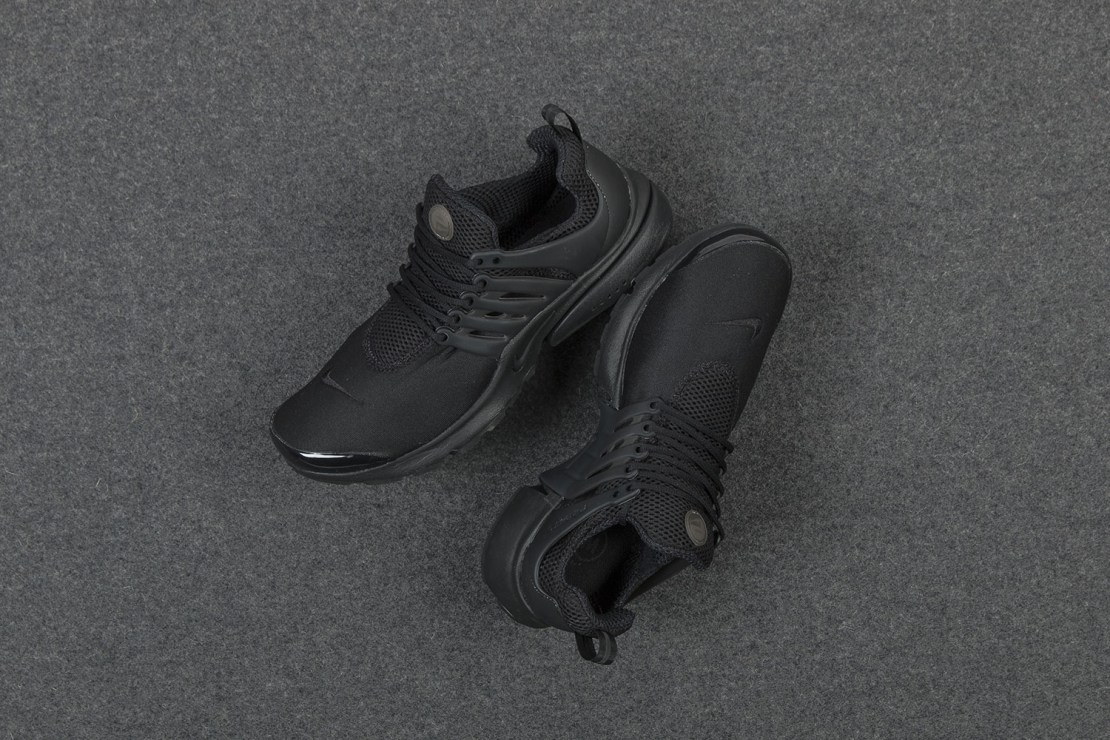 nike-air-presto-triple-black-sneaker-1