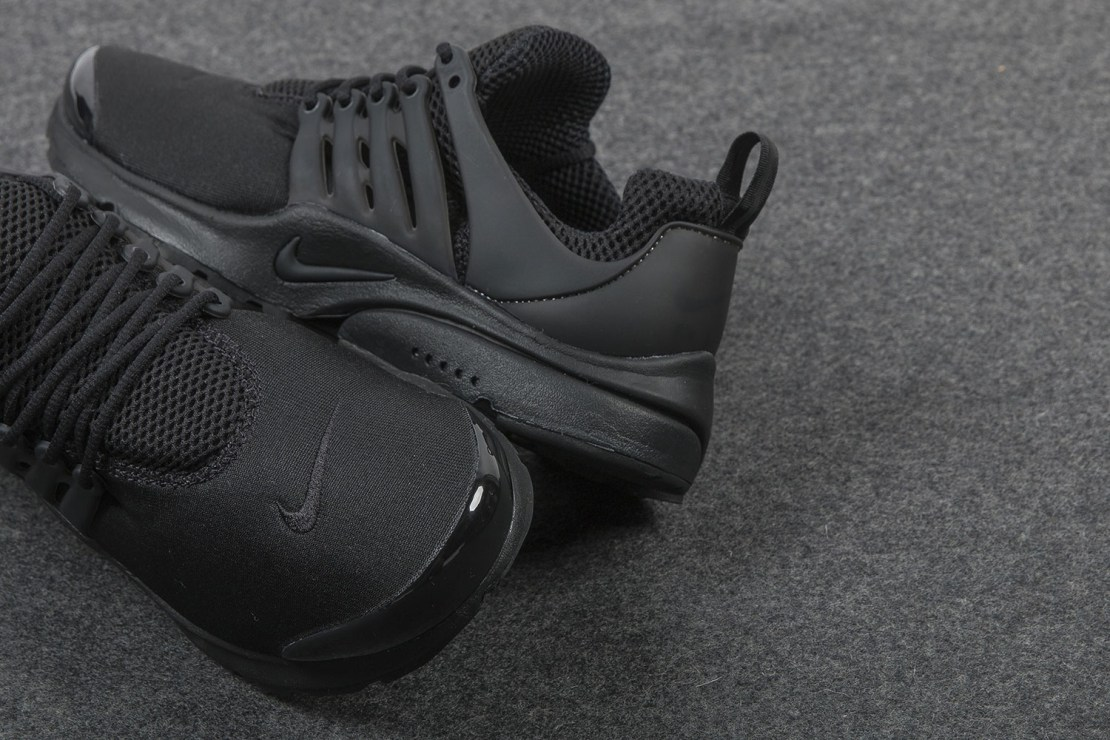 nike-air-presto-triple-black-sneaker-2
