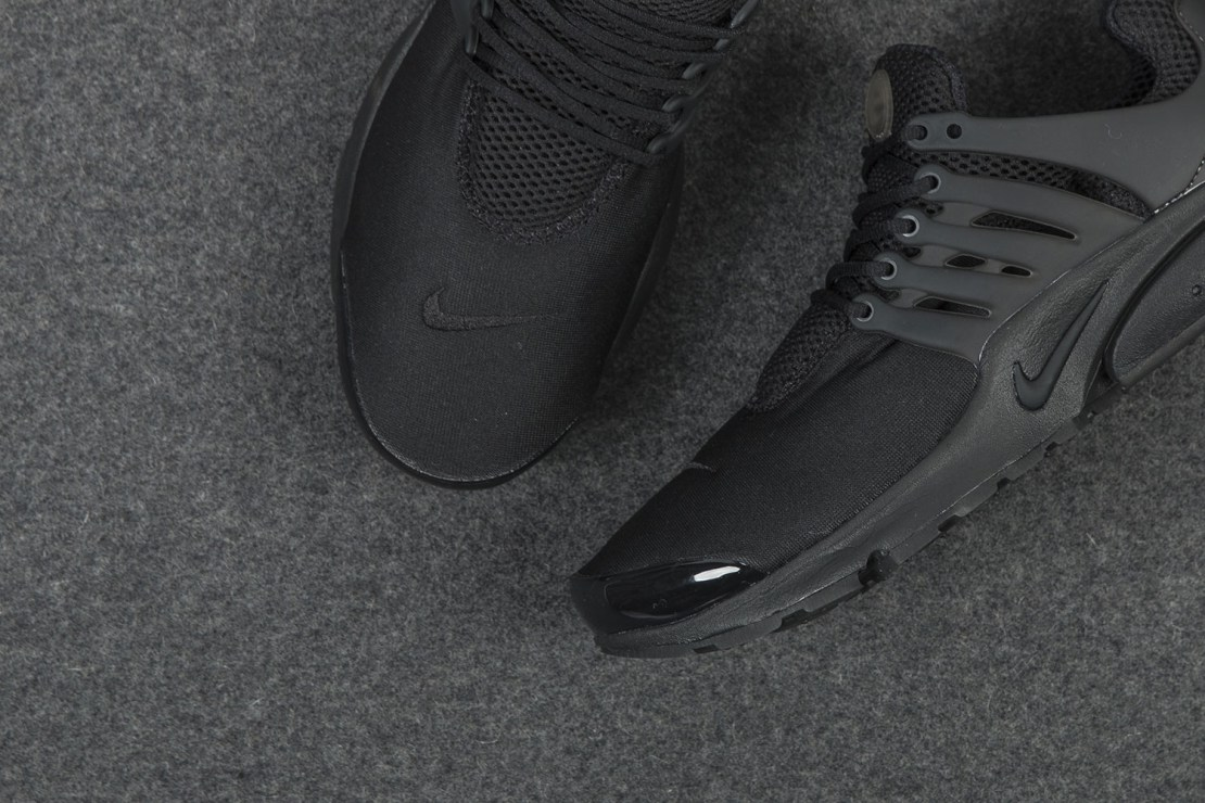 nike-air-presto-triple-black-sneaker-3