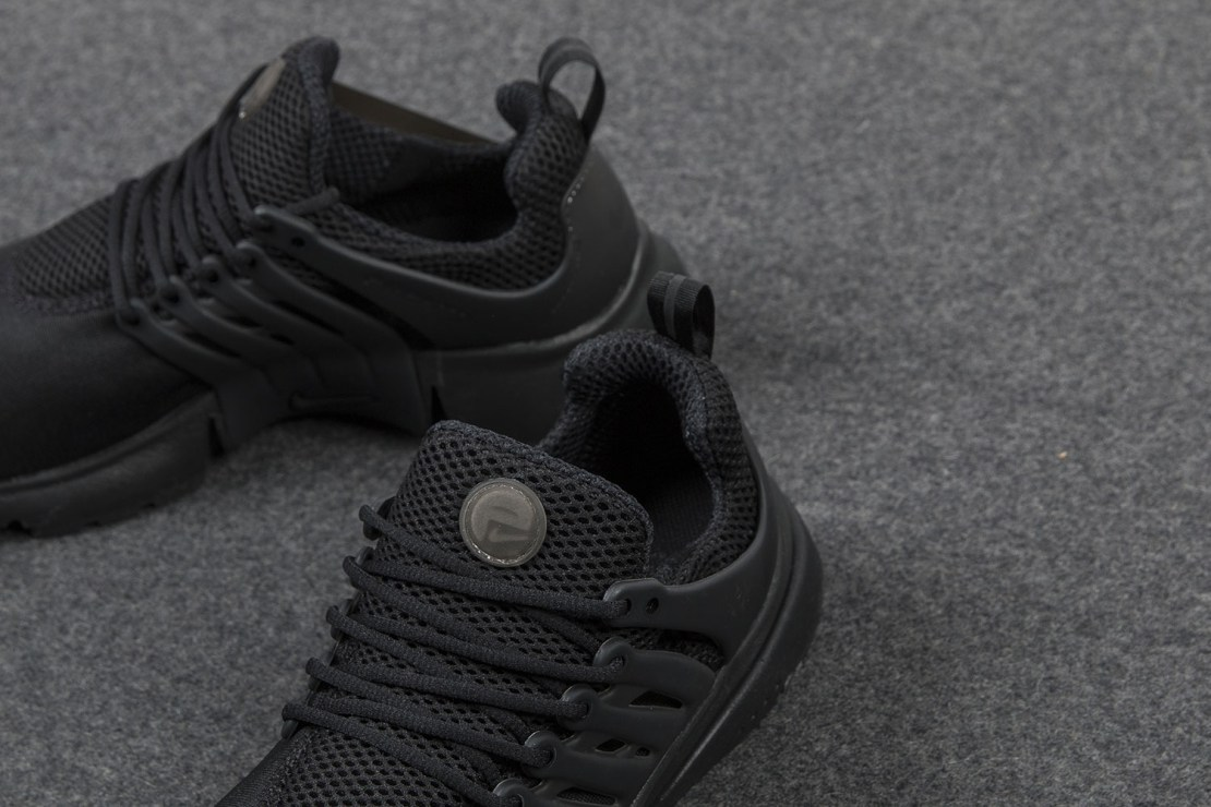 nike-air-presto-triple-black-sneaker-4