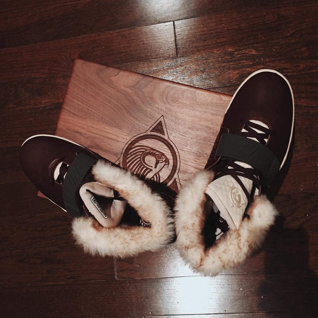 nike-air-yeezy-2-mtv-vma-leather-fur-sample-4