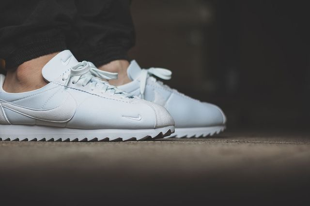 nike-classic cortez shark-all white_02