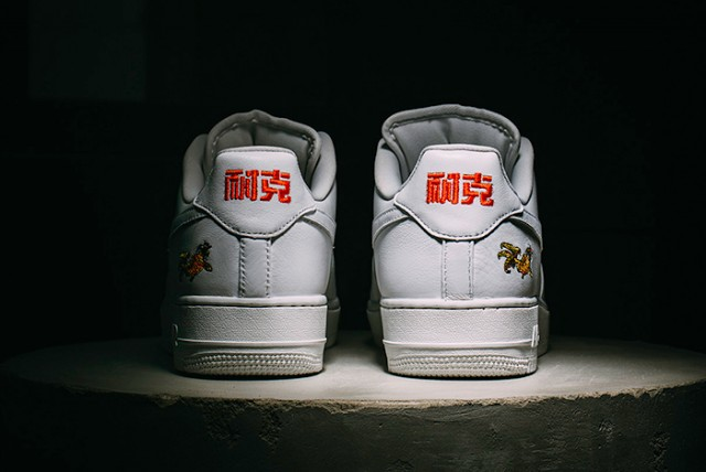 NIKE-AIR-FORCE-1-LOW-NAI-KE-20164-640x428
