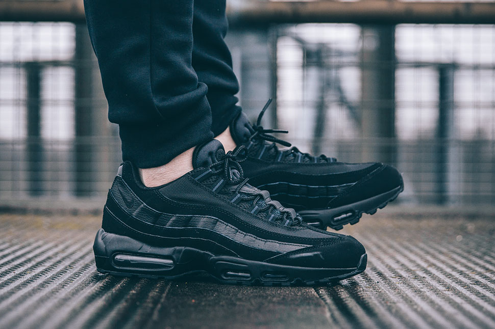 Nike-Air-Max-95-All-Black-2