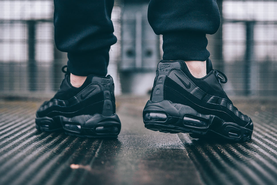 Nike-Air-Max-95-All-Black-3