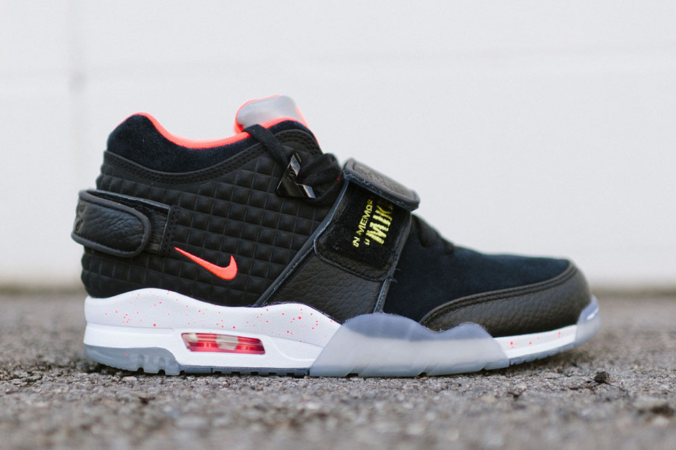 Nike-Air-Trainer-Victor-Cruz-QS-In-Memory-of-Mike-1